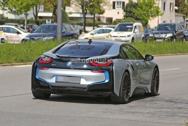 more-powerful-bmw-i8-spied-hides-a-more-potent-engine-and-bigger-brakes_11