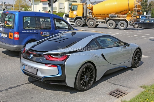 more-powerful-bmw-i8-spied-hides-a-more-potent-engine-and-bigger-brakes_3