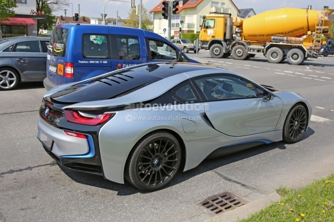 more-powerful-bmw-i8-spied-hides-a-more-potent-engine-and-bigger-brakes_4