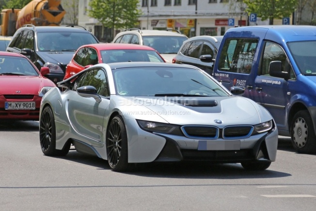 more-powerful-bmw-i8-spied-hides-a-more-potent-engine-and-bigger-brakes_5