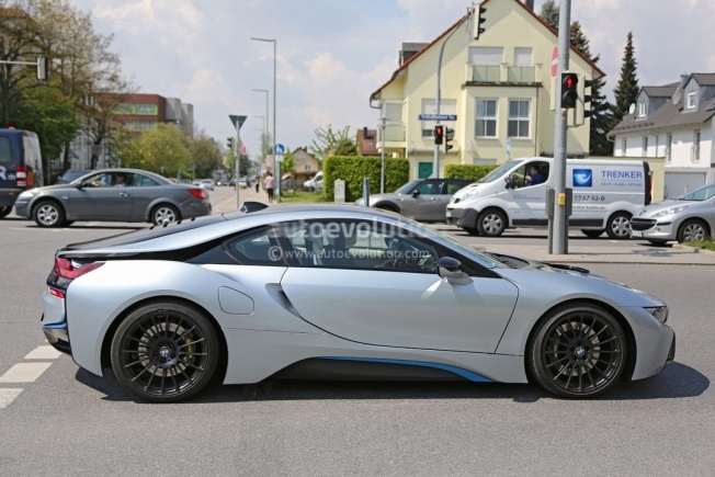 more-powerful-bmw-i8-spied-hides-a-more-potent-engine-and-bigger-brakes_8