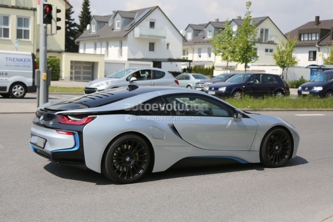 more-powerful-bmw-i8-spied-hides-a-more-potent-engine-and-bigger-brakes_9