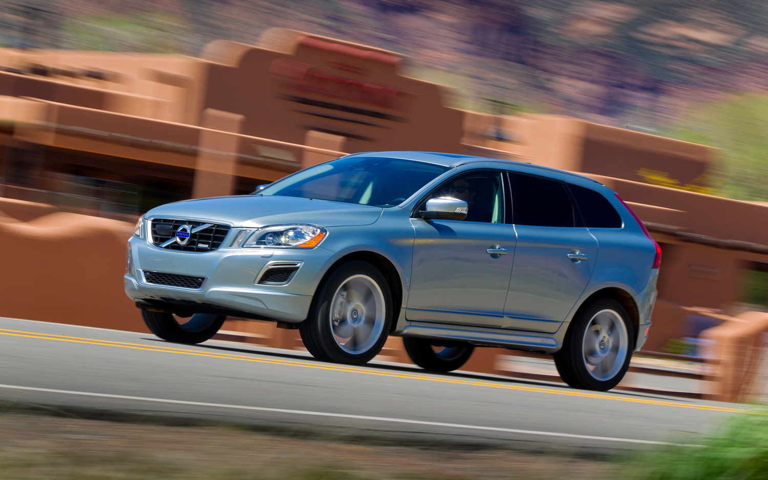 2011-volvo-XC60-R-design-front-three-quarters-in-motion