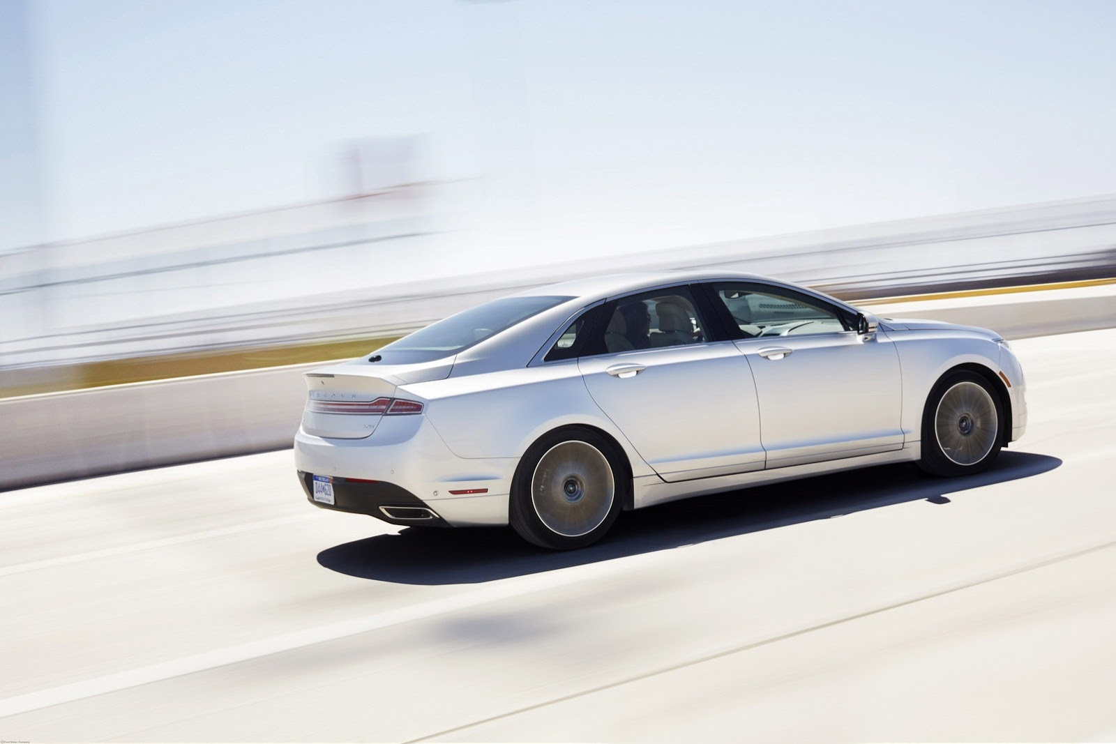 2013-Lincoln-MKZ-4[2]