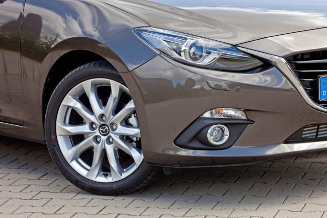 2014-Mazda3-Sedan-26[2]