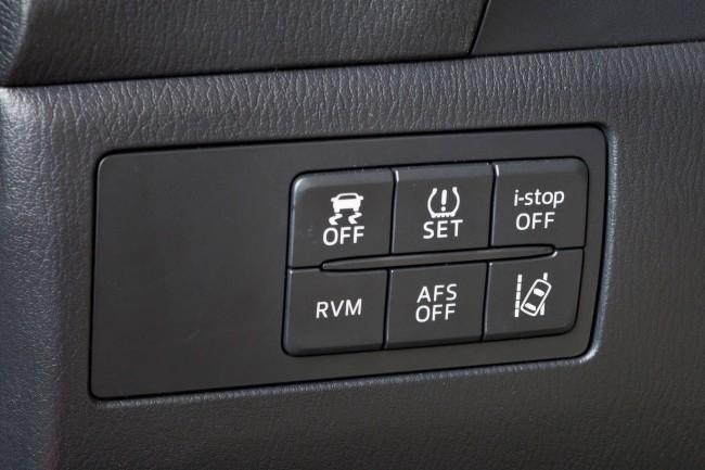 2014-Mazda3-Sedan-31[2]