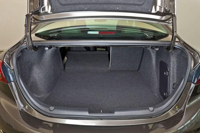 2014-Mazda3-Sedan-33[2]