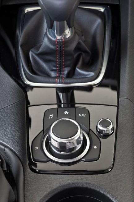 2014-Mazda3-Sedan-36[3]