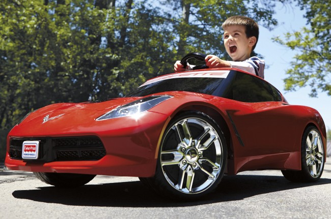 Power-Wheels-2014-Chevrolet-Corvette-C7-front-three-quarters-view-with-screaming-kid-650x431