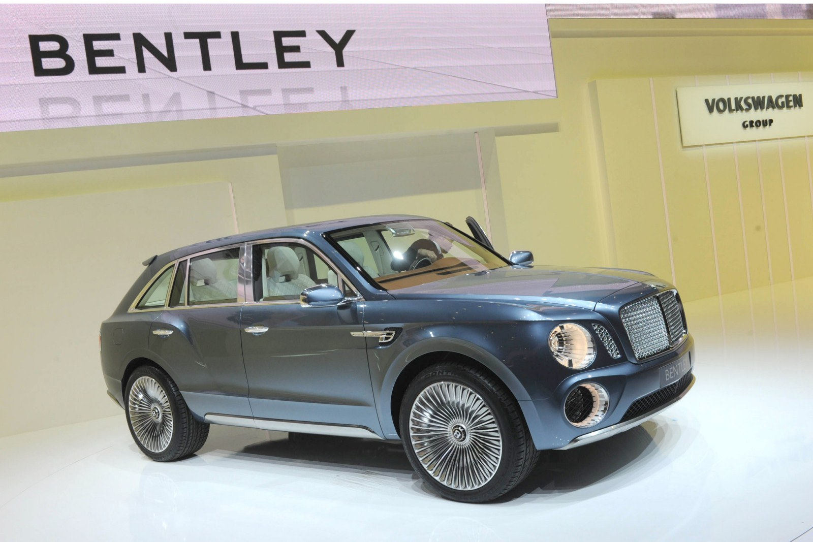 bentley-exp-9-f-suv-concept-live-in-geneva-2012-3