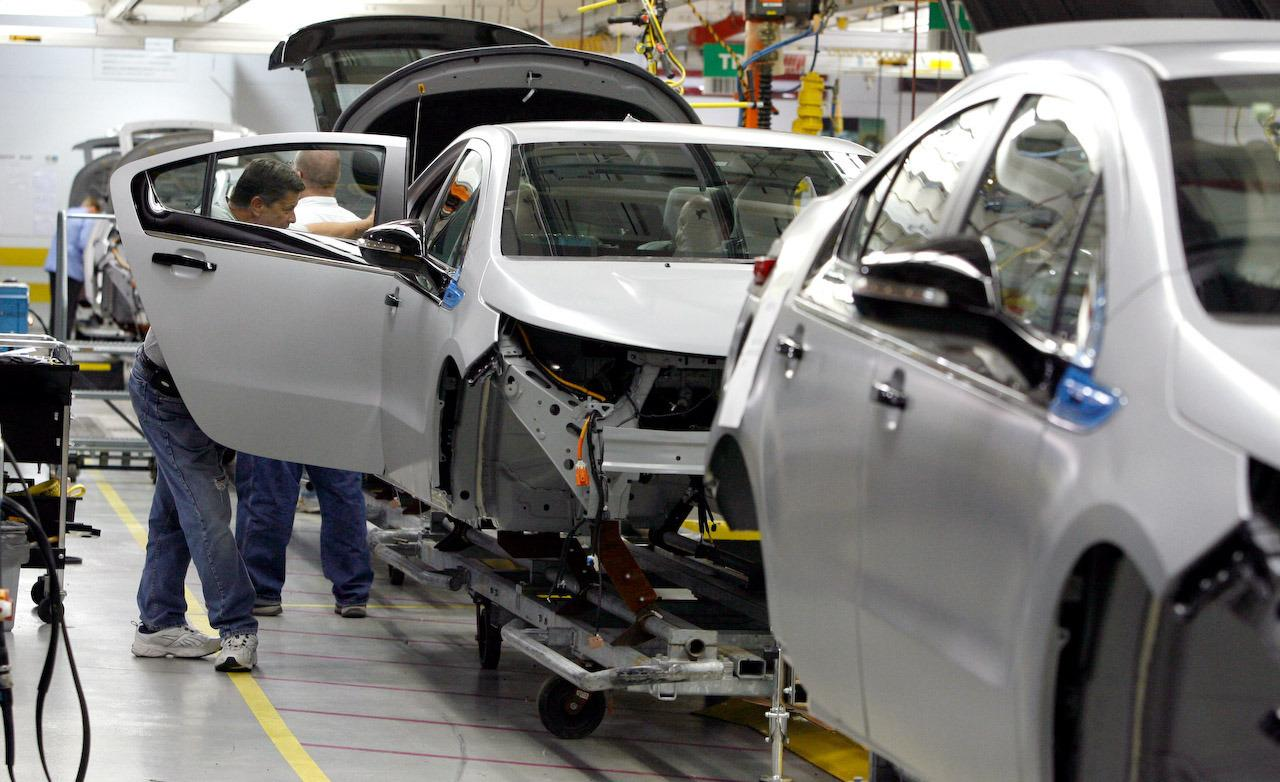 pre-production-2011-chevrolet-volt-assembly-line-photo-293272-s-1280x782