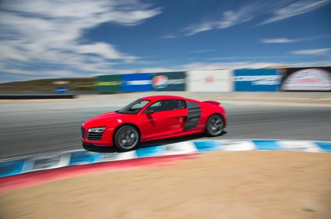2014-Audi-R8-V10-Plus-side-in-motion
