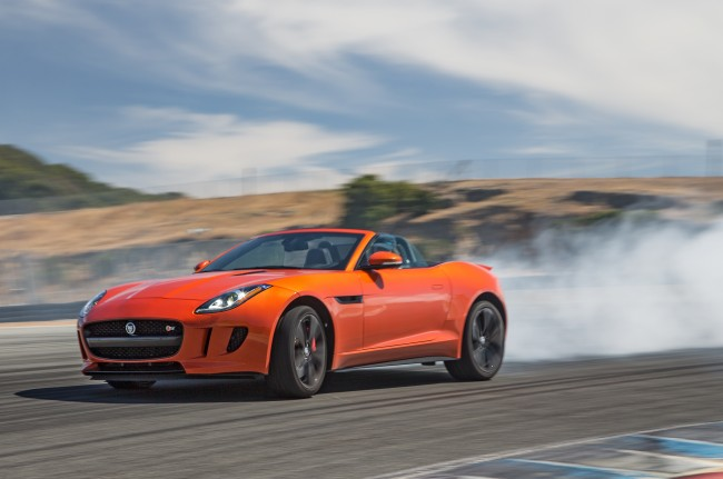 2014-Jaguar-F-Type-V8-S-front-view-burn-out