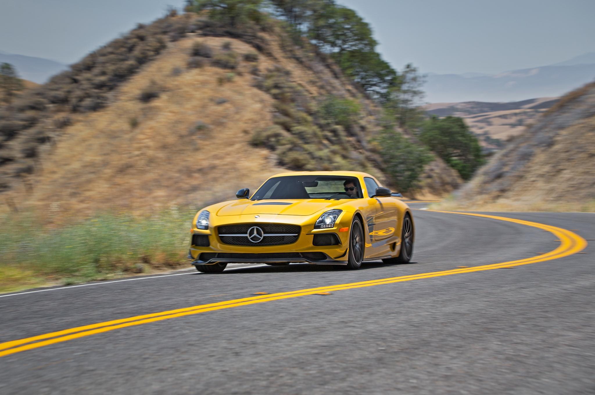 2014-Mercedes-Benz-SLS-AMG-Black-Series-front-end-in-motion