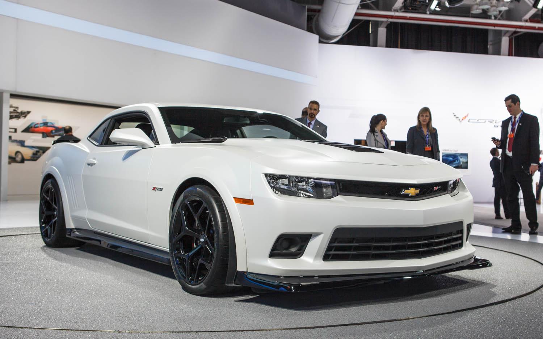 2014-Chevrolet-Camaro-Z28-front-three-quarters-2