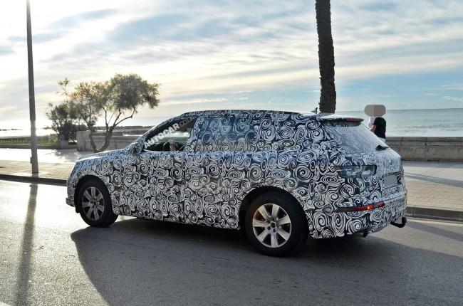 2015 Audi Q7 rear side
