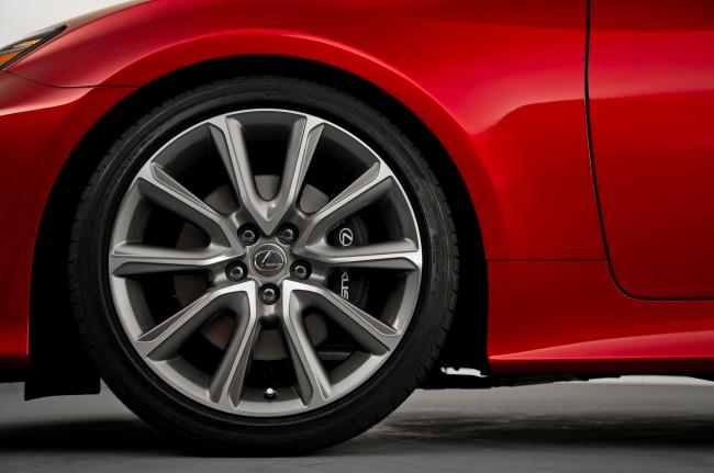 2015-Lexus-RC-front-wheel