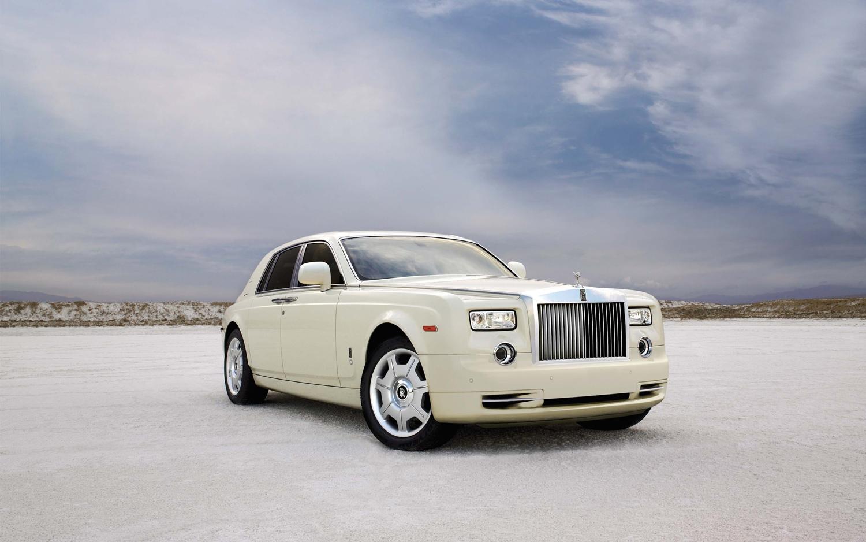 Rolls-Royce-Phantom-front-three-quarter
