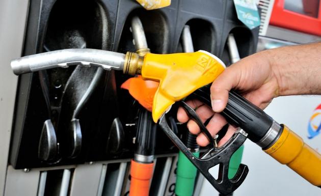 ماهي مشاكل خلط البنزين مع الديزل لمحرك سيارتك