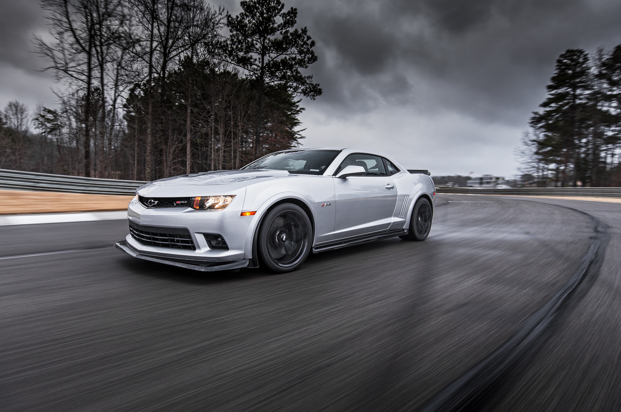 2014-Chevrolet-Camaro-Z28-front-three-quarter-in-motion-03