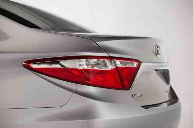 2015-Toyota-Camry-24