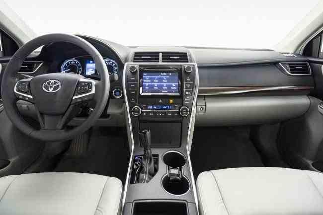 2015-Toyota-Camry-34