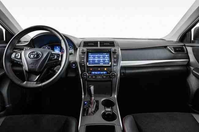 2015-Toyota-Camry-58