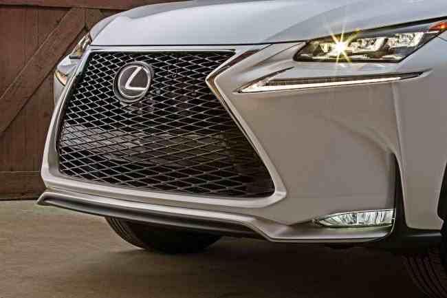 2015_Lexus_NX_200t_F_SPORT_011