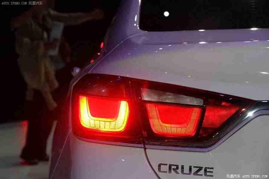 Chevrolet-Cruze-2015-20