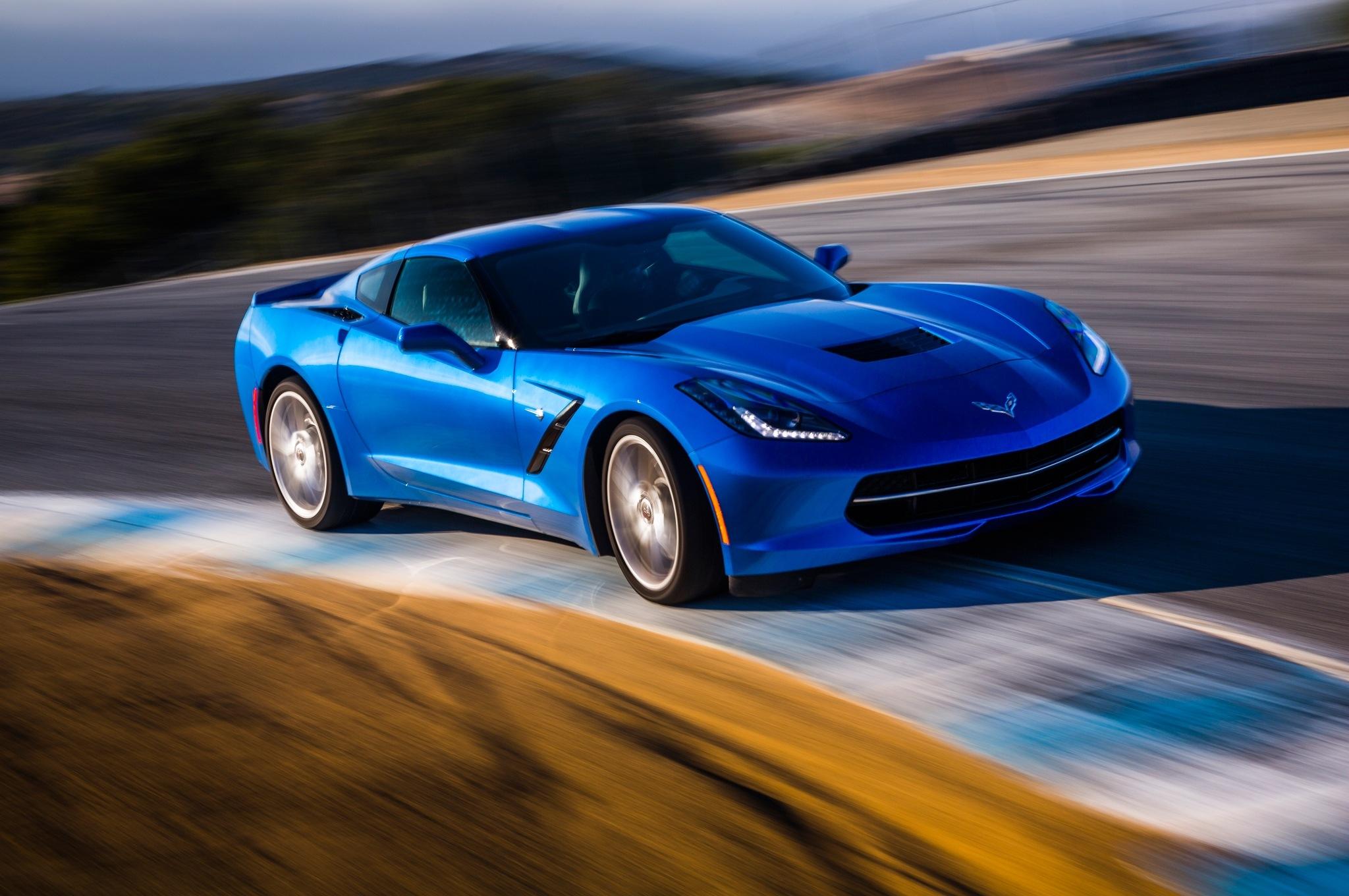 2014-Chevrolet-Corvette-Stingray-z51-front-end-in-motion
