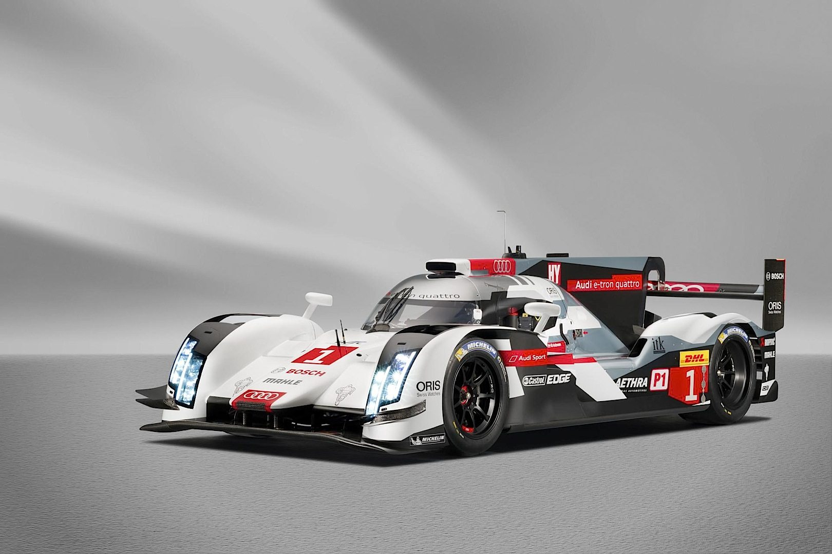 2014-audi-r18-e-tron-quattro-gains-new-livery-engine-update-video_2