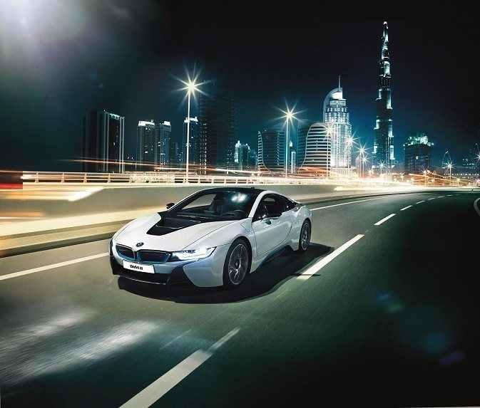 BMW-i8-Arrives-in-Dubai4