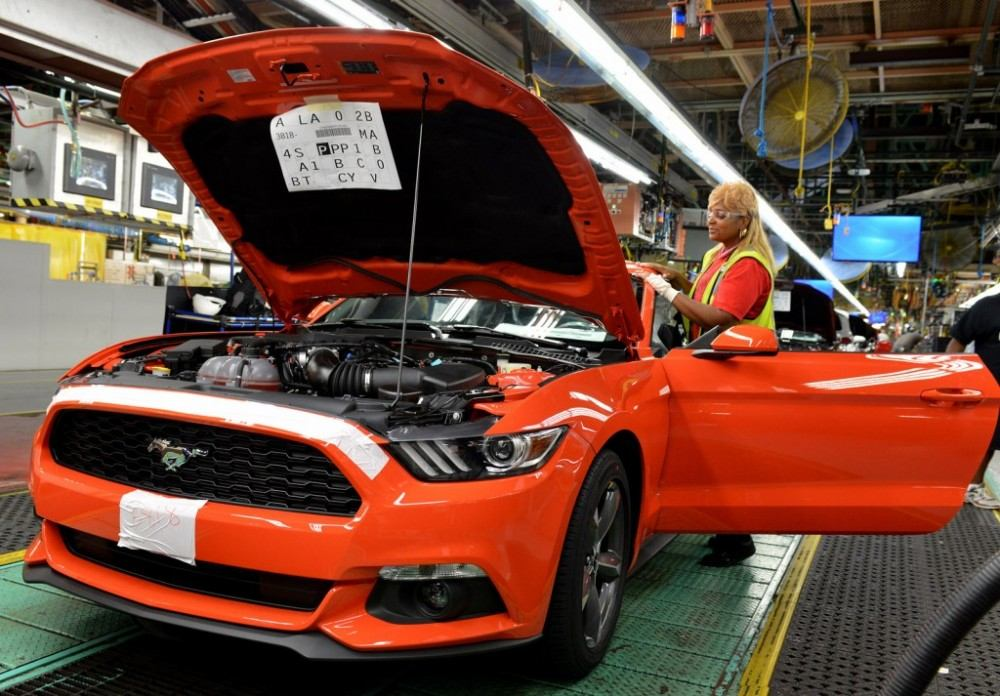 2015-ford-mustang-production-at-flat-rock-assembly-plant-michigan_100478381_l