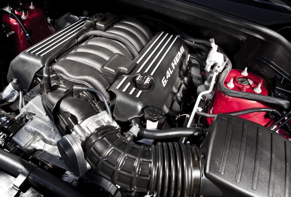 2015 Jeep Grand Cherokee SRT8 6.4-liter HEMI V-8 engine with 470
