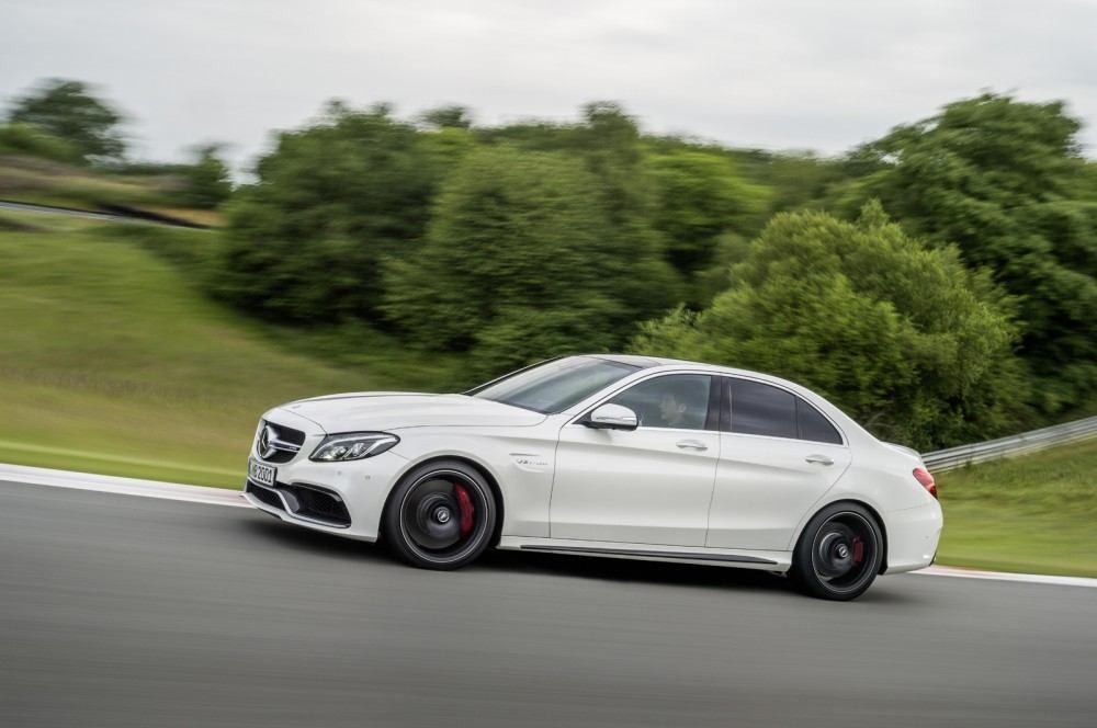 Mercedes-C63-AMG-11