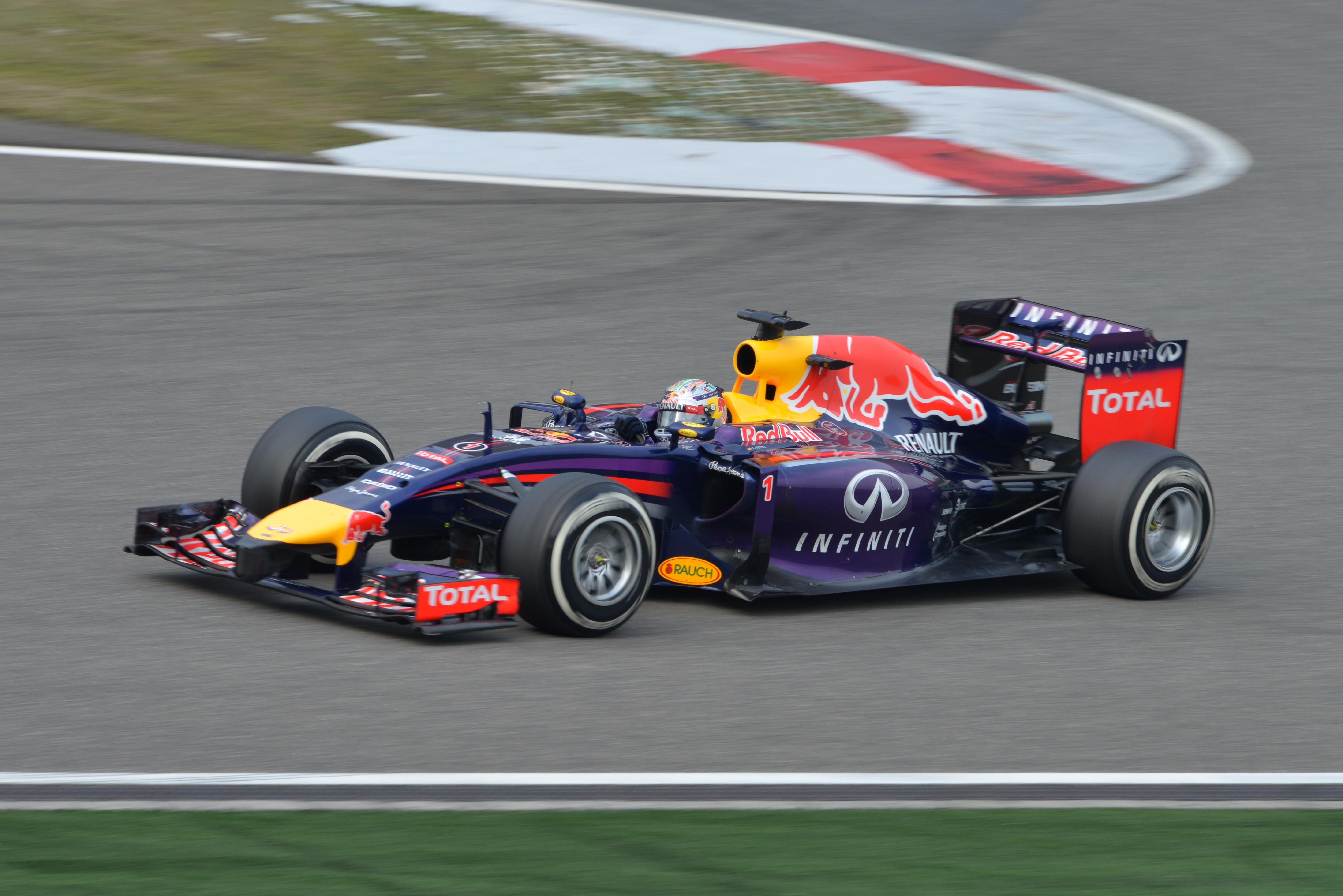 Sebastian_Vettel_2014_China_Race