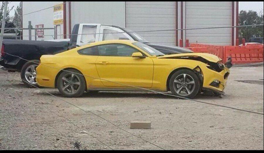 2015-Mustang-Crash-1