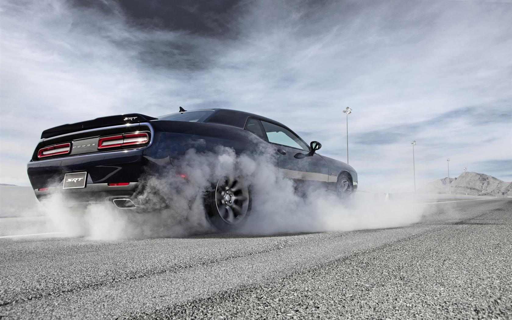 Dodge-Challenger-SRT_Hellcat-011-1680