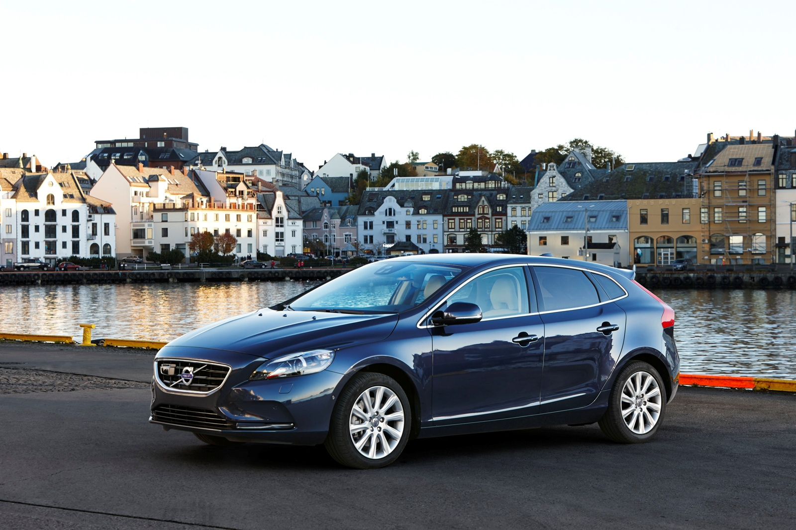 volvo-introduces-powerful-and-efficient-new-engines-for-v40-d4-and-t5-models-photo-gallery_14