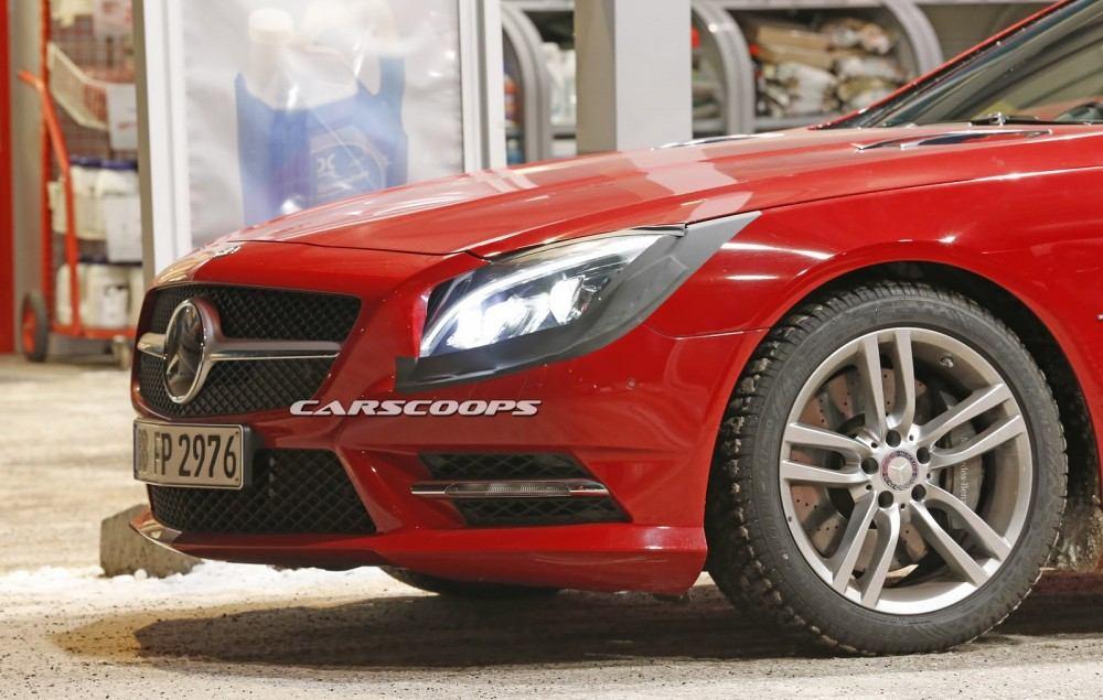 2017-Mercedes-SL-FL-3