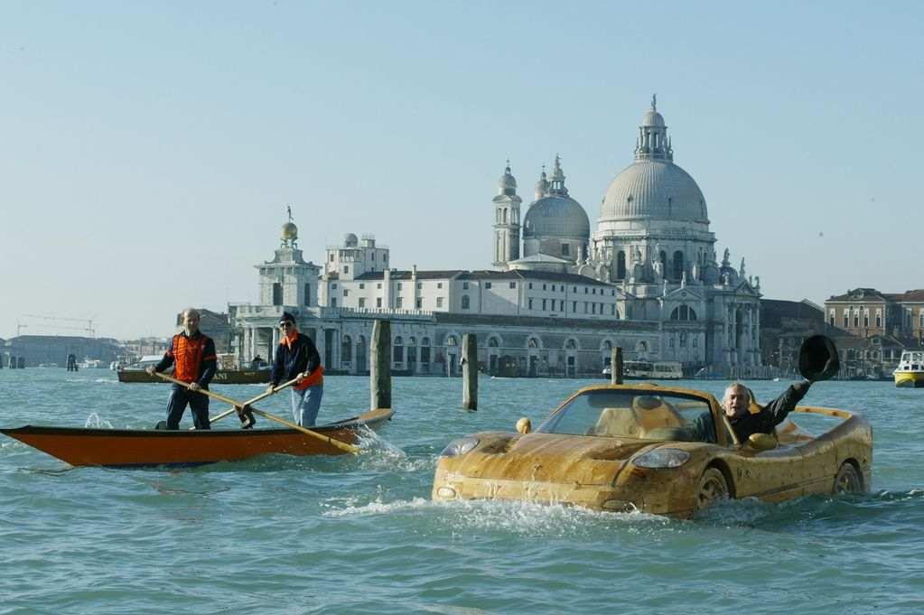 Livio-with-his-wooden-Ferrari-F50-seen-in-Venice