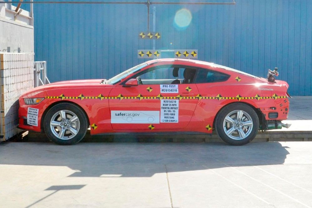 2015-ford-mustang-front-impact-test-by-nhtsa-before