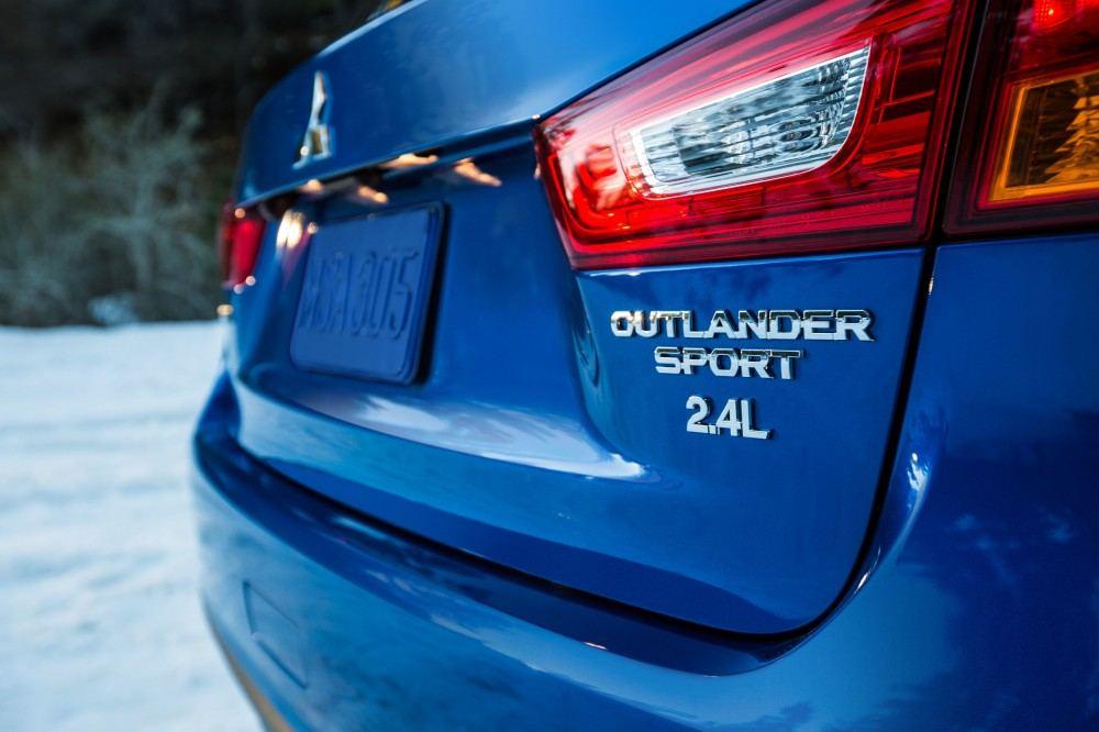 2015-mitsubishi-outlander-sport-gt-2-4-012-1