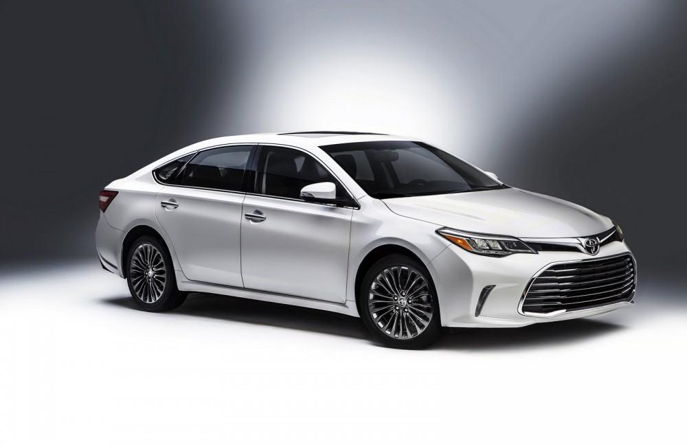 2016-Toyota-Avalon-Sedan-1