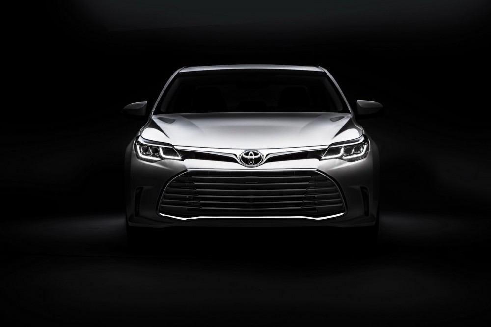 2016-Toyota-Avalon-Sedan-10