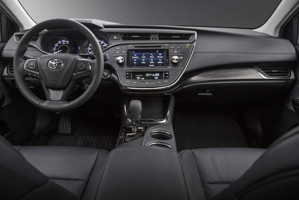 2016-Toyota-Avalon-Sedan-14
