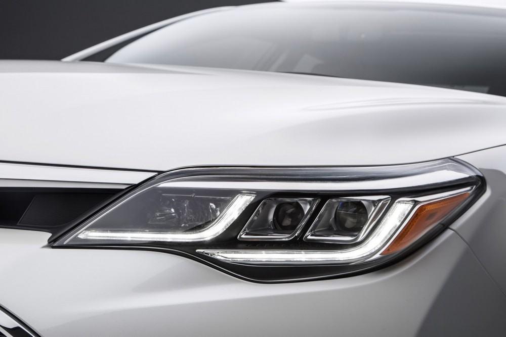 2016-Toyota-Avalon-Sedan-15