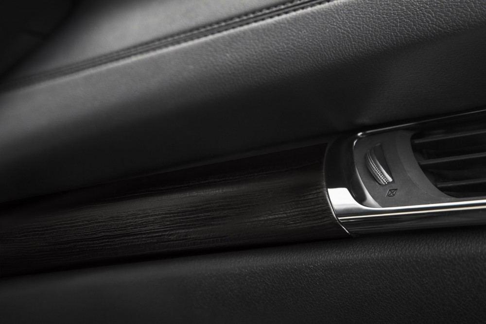 2016-Toyota-Avalon-Sedan-16