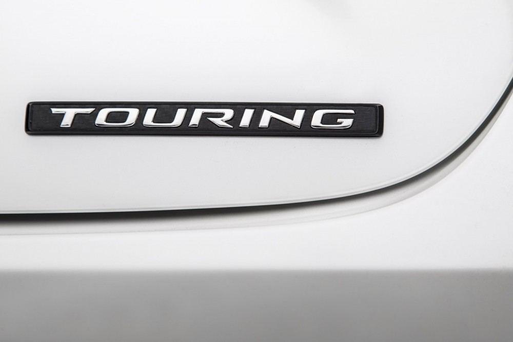 2016-Toyota-Avalon-Sedan-19