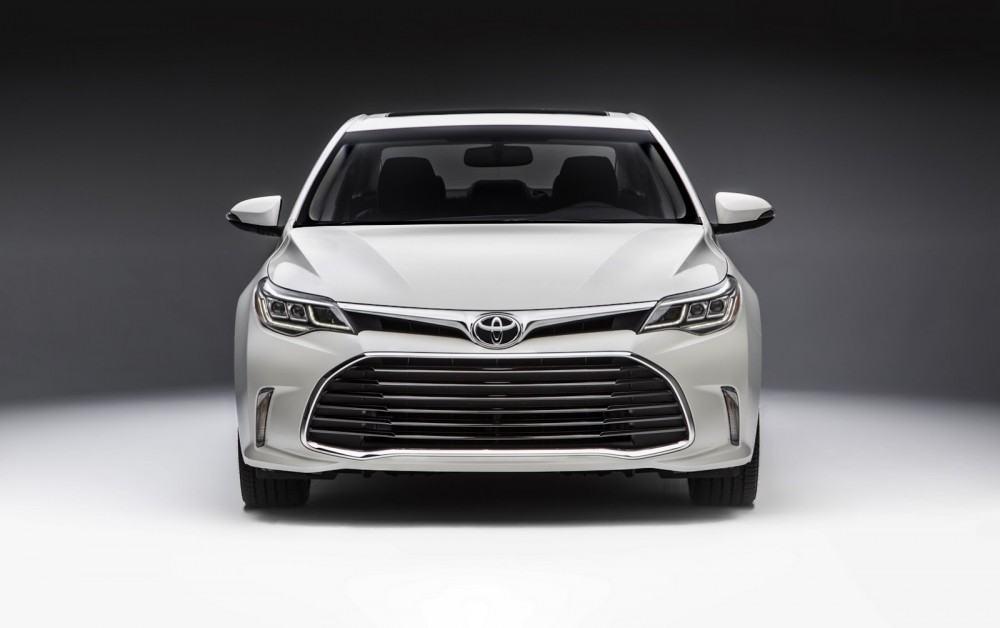 2016-Toyota-Avalon-Sedan-2